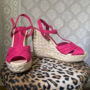 American eagle pink wedges